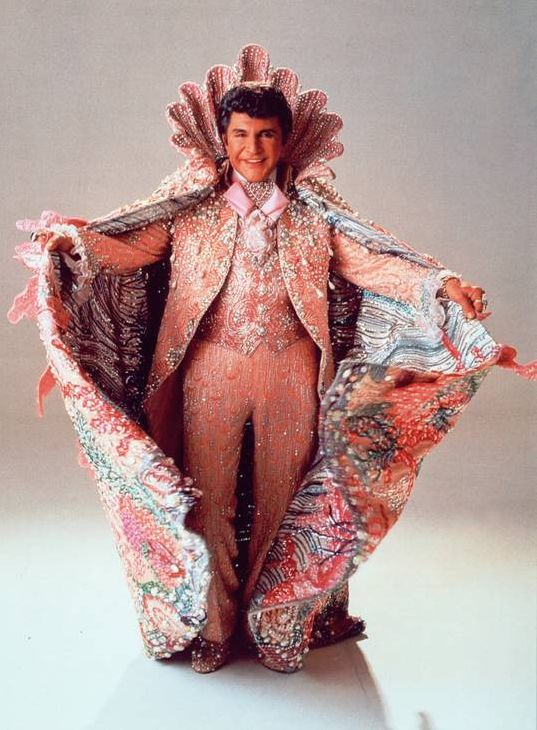 Liberace in a heavily-sequined cape that Botticelli's Venus would have envied. Photo by Fashion Fix Daily.